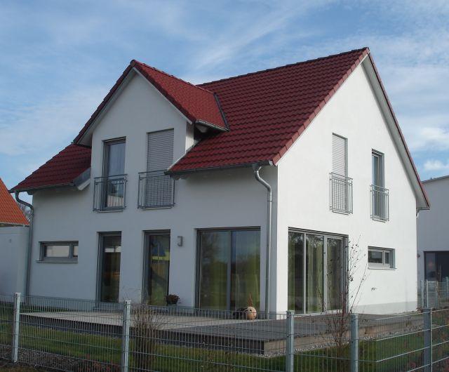 Satteldach ohne dach berstand detail holzhaus mit satteldach ohne dach berstand vertikale avec - Schwabenhaus wandaufbau ...